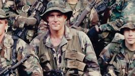 Randy Hatrick během vojenské služby v elitní jednotce SEAL.
