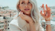 Úspěšná blogerka a youtuberka Victoria Magrath. Zdroj fotky: Instagram @inthefrow